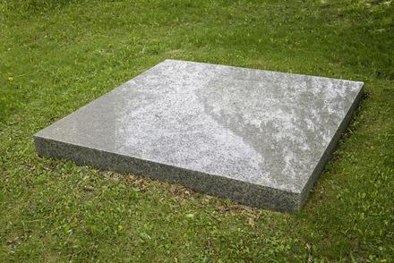 Palimpseste sur la pierre tombale de Mies van der Rohe