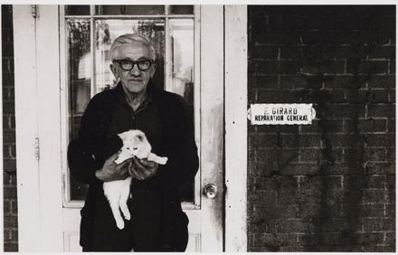 Ernest Girard et son chat, de la série « Disraeli, une expérience humaine en photographie »