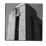 « L'Abondance », un des trois reliefs de l'édifice McDougall et Cowans, en ou avant 1930