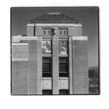 « Le Bouleau » et « Le Maïs », deux des douze reliefs polychromes du bâtiment de l'administration du Jardin botanique de Montréal, en ou avant 1939