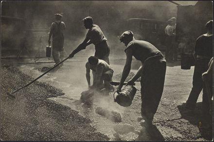 Hommes au travail