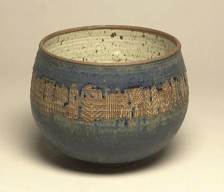 Grand Vase avec décor incisé bleu