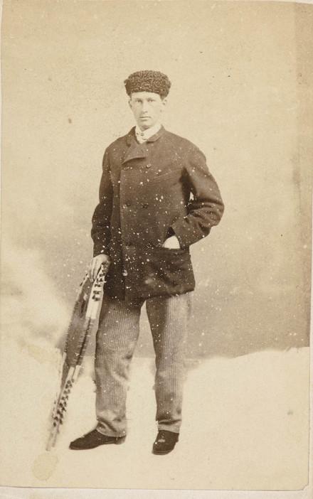 Portrait d'homme, en costume d'hiver, de l'album de la famille Massue-LeMoine