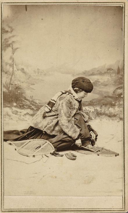 Ivy S. Parson, en costume d'hiver, de l'album de collection dit de Napoléon Garneau