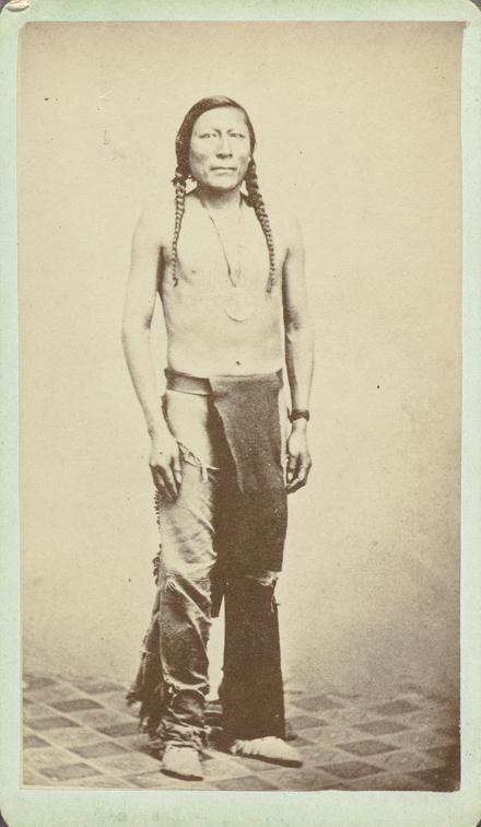 Pitikwahanapiwiyin, dit Poundmaker. Photographie d'une photographie, de l'album de collection, dit de Napoléon Garneau