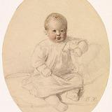 Enfant assis tenant un cheval jouet