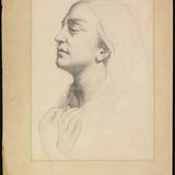 Femme vue de profil les bras croisés sur la poitrine